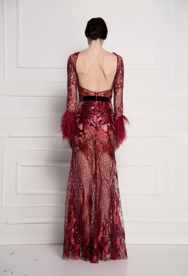 Bordo haljina od čipke i perja