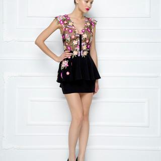 Mini haljina od čipke sa cvetnim motivima