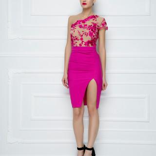 Mini haljina od čipke na jedno rame