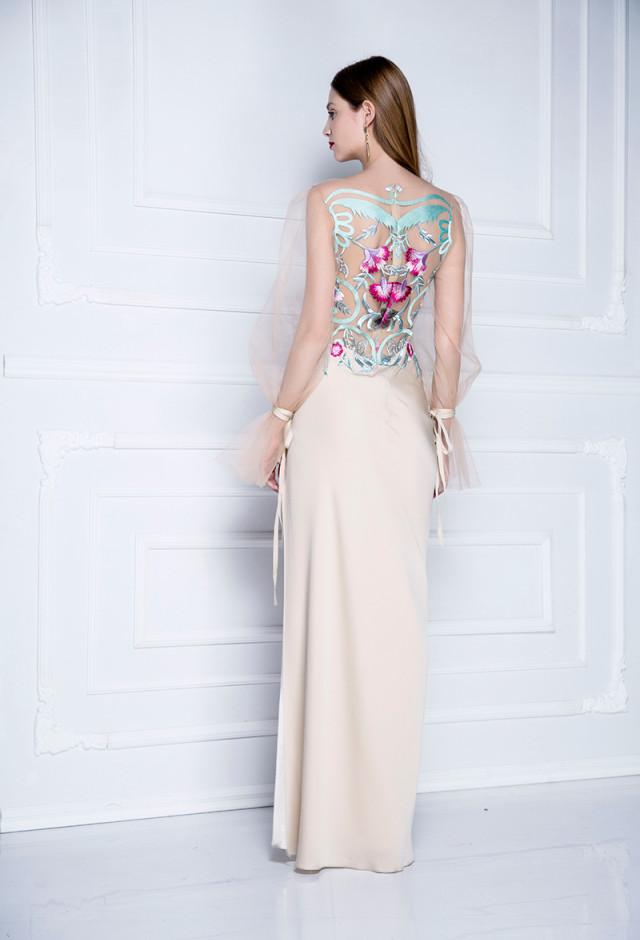 Titania Svečana haljina od svile i detaljima od čipke