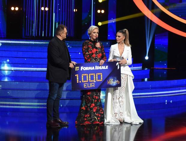 Nina Seničar blistala u belom BT odelu iz aktuelne kolekcije: by Biljana Tipsarević